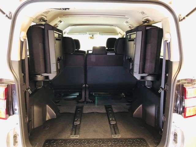 サードシートを畳むと広いラゲッジスペース♪セカンドシートをフロントに移動をすればさらに荷室が広くなります☆彡