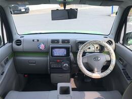 【運転席/助手席】ベンチーシート採用で運転席側からでも助手席側からでもアクセス楽々!狭い場所での乗り降りも楽になりますね!