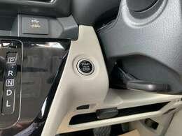 プッシュエンジンスタートボタン。ブレーキを踏んでボタンを押せばエンジンが始動します。