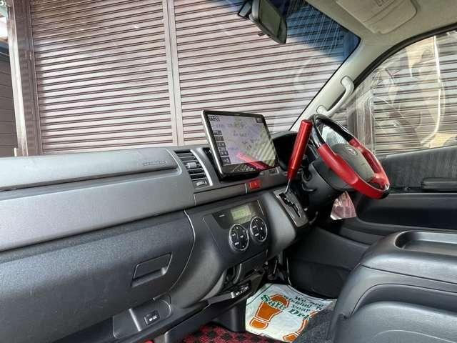 インテリアにはアルパイン製11型フローティングナビ搭載です!