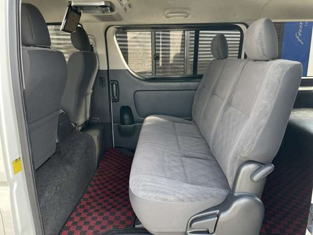 後席にはアルパイン製フリップダウンモニター装備!ビッグX搭載なので、前後別々のソース選択も可能です!前席はテレビ、後席はDVDなど!