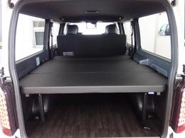 新車ハイエースVダークプライムII2000ガソリン床張りベットKITファミリーパッケージ完成致しました!店頭在庫車、即納車もご対応可能になります!!