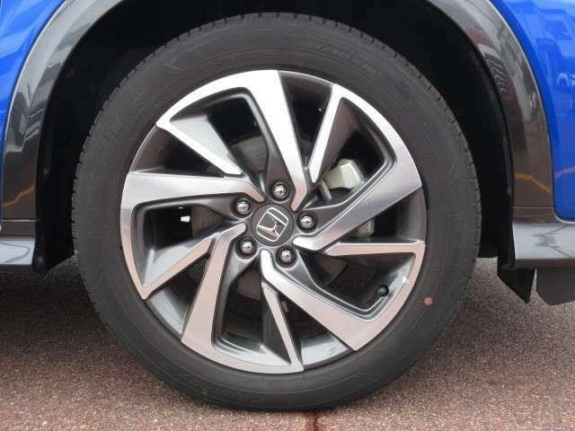 【タイヤ】純正アルミホイールです。タイヤサイズは、225/50R18です。