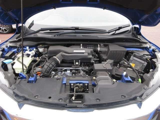 チェーン駆動の、4気筒DOHCターボエンジンです。