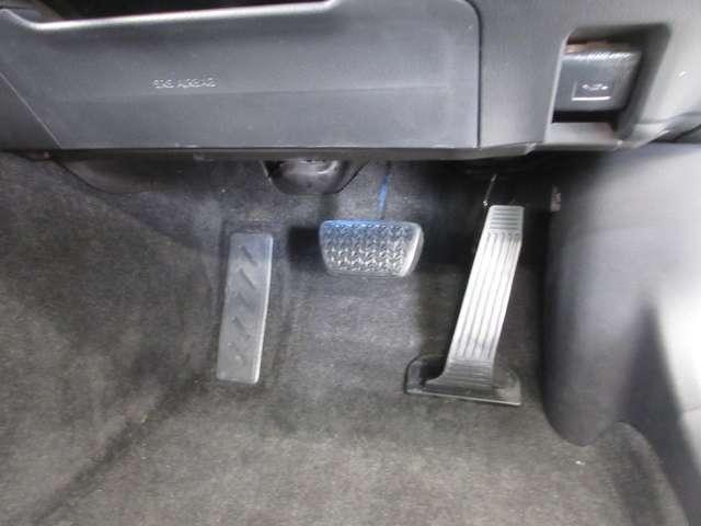 床のすみに溜まったほこりが嫌なニオイやばい菌の原因。だからすみずみまでキレイにします!!