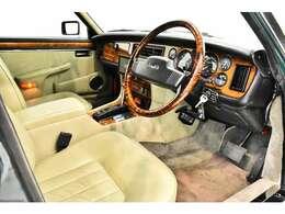 ブリティッシュレーシンググリーン/パーチメント(コノリーレザー)、正規ディーラー車、3速AT、1993年最終モデル、純正ワイヤーホイール、右ハンドル