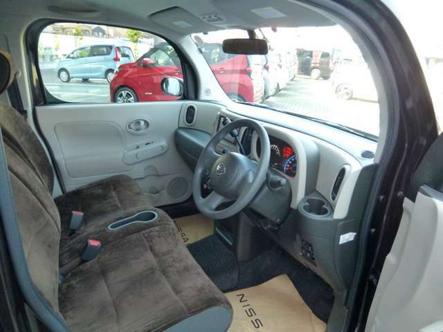 ラウンジブラウンインテリア専用のシート生地。肌さわりも心地よく上品なシートです。