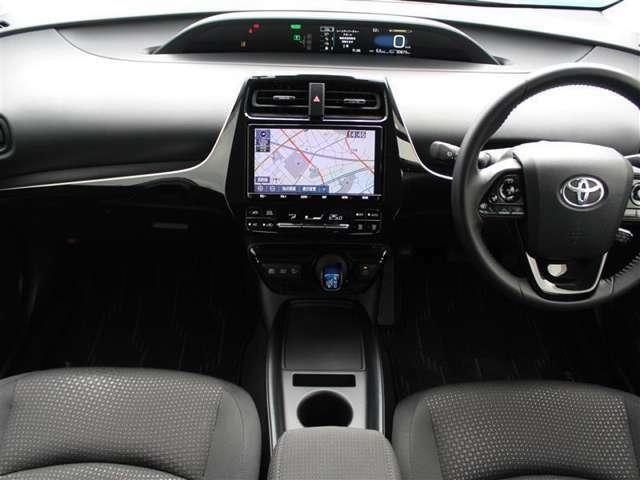 センターメーターは視点移動が少なく長時間の運転でも疲れにくいそうです!