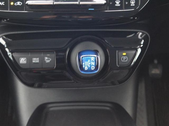 シフトレバーはスイッチ感覚で操作出来ます!