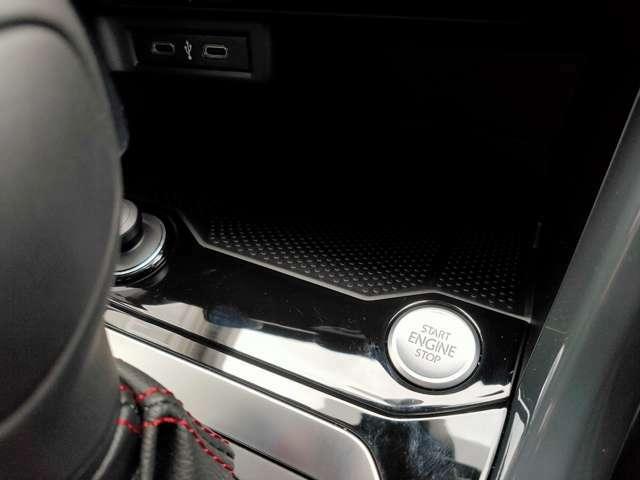 スマートキー・プッシュエンジンスタートで鍵をカバンの中に入れた状態でも大丈夫です。