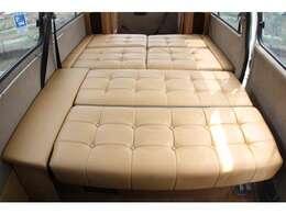 広々としたダイネットベッド!就寝人数3名!190cm×150cm!