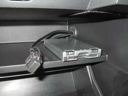 ETC車載器付き、高速道路の必需品です!ナビにはUSB接続も可能です。