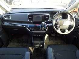 広い空間でシートのクッション性も良いので長距離運転でも疲れにくそうです。