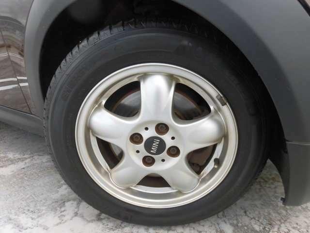 175/65-15 タイヤは、前後とも七分山 まだまだ大丈夫です。アルミホイルに若干の汚れ有りますが、目立つ傷なく綺麗です。