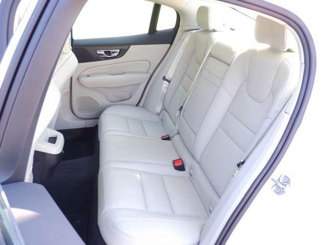ABS、Wエアバック、サイドエアバック、キーレス&イモビライザー付で安全対策もバッチリです。