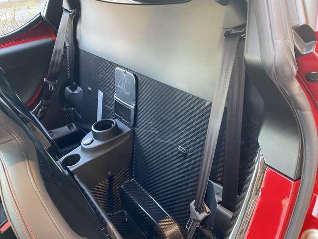 カーボンだらけのカーボンファイバーパッセンジャーセルは浴槽のような構造!6速乾式デュアルクラッチATはスムーズでクイック◎軽いボディと軽快でパワーの出ているエンジンに優れたATはついつい踏んでしまう!