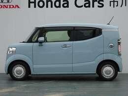 サイドデザインも個性的!どの車にも似ていないところがイイですね!