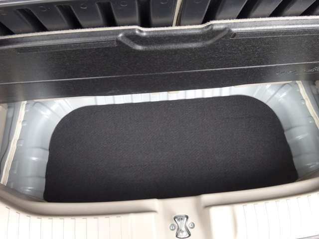 ★ラゲッジ床下にも収納スペースがあります!汚れやすいものや洗車用具等を閉まっておくにはとてもいいスペースです!もちろん用途はイロイロ!★