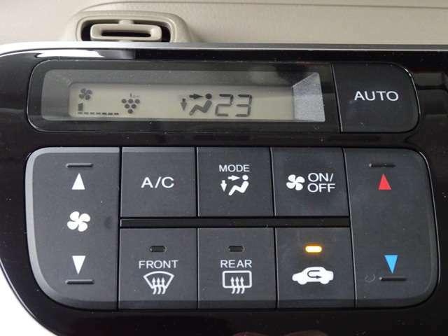プラズマクラスター搭載フルオートエアコン装備です!温度を決めれば、あとは機械が自動で風量などを調整!