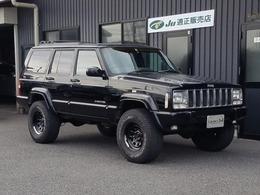 ジープ チェロキー リミテッド 4WD リフトUPボディATタイヤ黒革ビルトインナビ