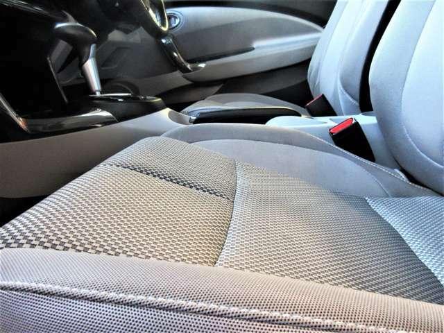 すわり心地の良い専用シート♪もちろん運転席・助手席共にシートもヘタリ・シミ・ほつれ・破れ等もなくキレイな状態です◎一番ダメージが出やすい運転席もキレイです☆