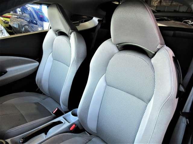 すわり心地の良い専用シート♪もちろん運転席・助手席共にシートもヘタリ・シミ・ほつれ・破れ等もなくキレイな状態です◎一番ダメージが出やすい運転席もキレイです☆☆