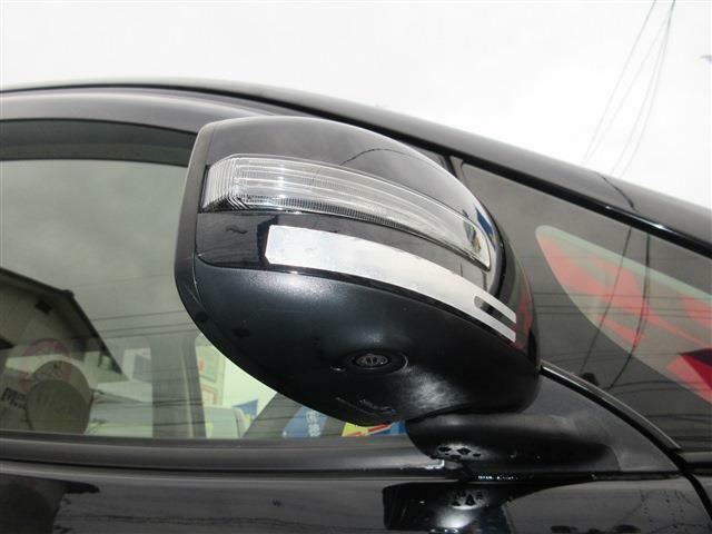 サイドカメラ付き!!バック駐車時に左右の障害物を見ることができ、安心して駐車ができます♪