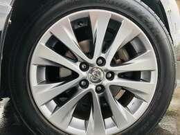 特別仕様車のスーパークロームメッキ塗装、純正18インチアルミ装着済みになります!
