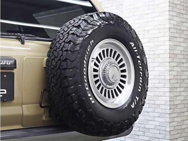 背面タイヤにもDEANのCaliforniaを装着することでハイラックスサーフらしさがより増します。