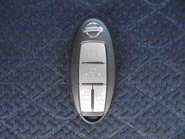 リモコンをポケットやバッグの中に入れたままドアの施錠や開錠が出来、ブレーキを踏みながらボタンを押すだけでエンジンが掛けられる便利なインテリジェントキーです