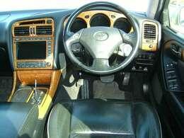 運転席&助手席シートヒータ付き♪ウッドパネル♪ナビ&TV&CDチェンジャー&カセット付♪運転席&助手席電動本革シート♪室内リヤエアピュアフィルター付♪シフトレバー有ります♪クルーズコントローラー付き♪