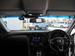 インパネ周りのお写真です。 高級感のあるインテリアで上質なドライブをお楽しみ下さいませ♪