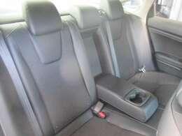 後席も広く皆様でおくつろぎ頂けるお車となっております♪