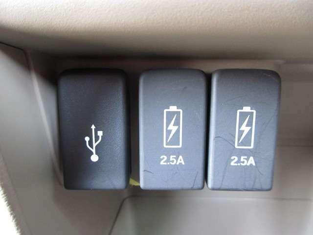 ◆通常のUSB入力端子の他にスマホ充電に対応した2.5AのUSB端子を2箇所装備☆仲良く充電できちゃいますね☆