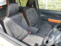 運転席・助手席には座面を温めるシートヒーターがついてます♪