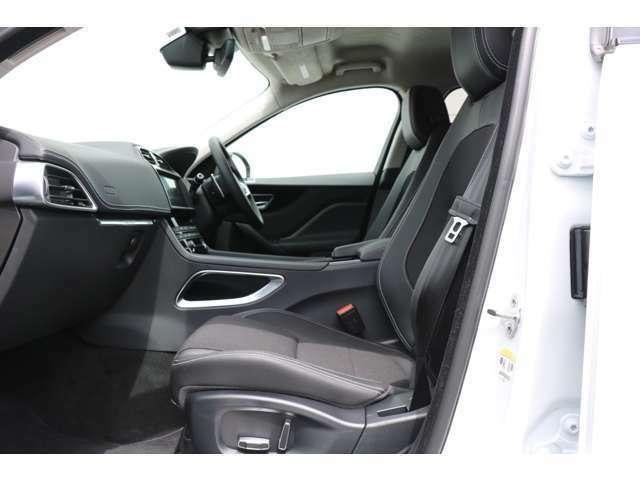 テクニカルメッシュスポーツシート、10ウェイパワーシート(フロント、運転席メモリー付)シートヒーター、アンビエントライティング