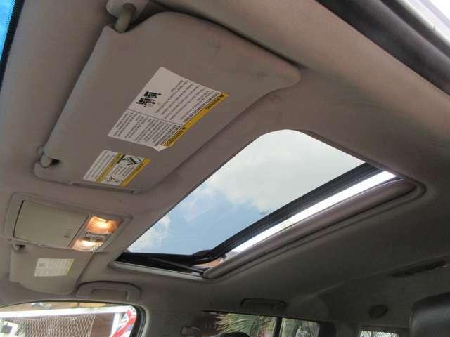 特に目立った汚れも無く良好な天井です。アメ車ならではの天井の垂れもございません。タバコ異臭やペット異臭も感じません。清潔な車内になります。