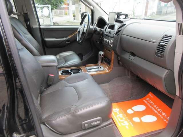 さすがの上級グレードですので助手席も電動シートになります。視界も良くゆったりとお寛ぎ頂ける本革シートです。試乗も喜んで承りますよ☆車検も新たに1年お付けして自動車税も込み!メンテ&リフレッシュ済み。