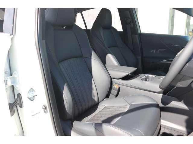 運転席シートはパワーシートとなっており細かな調整が指先だけで調整できます☆