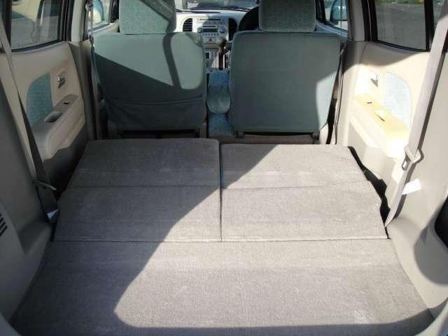 見た目以上に広く使えるトランクルームです。リクライニングシートは前方向に倒すことができるので大きな荷物や長めの荷物も積み込み可能です。