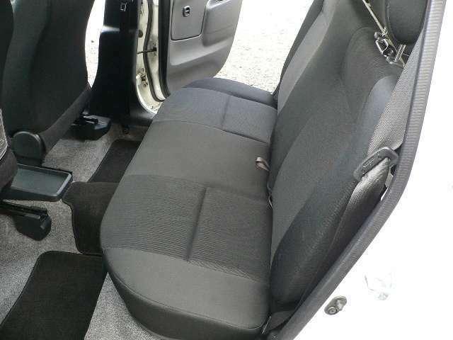 ☆TXなのでリヤシートの座面も厚いしヘッドレストも付いてます☆