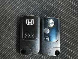 スマートキーはエンジン始動、カギの施錠解錠がキーを持たずに楽々操作♪