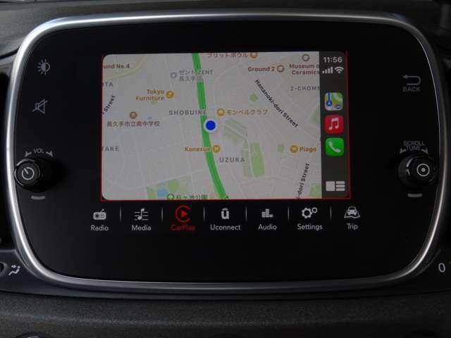 スマホを接続すれば、スマホの中のマップアプリ(GOOGLE MAPなど)を表示、さらに楽曲再生もOK!画面は担当者Nはのiphoneを接続中・・・さらにエンジン始動時にアニメあり!(続く)