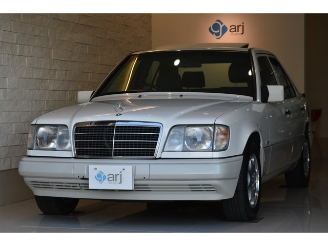 希少色ポーラホワイトの後期W124入庫致しました!大変希少なレーザーシートにシートヒーター付き!サンルーフ付き!フルオプションの一台です!実走行3.6万キロ!全国ご納車致しますのでお気軽にご相談下さいませ。