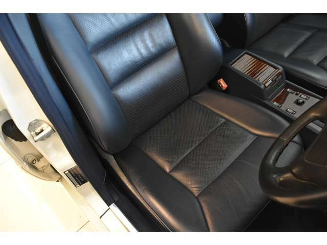 運転席のシートも素晴らしい状態を保持しております!