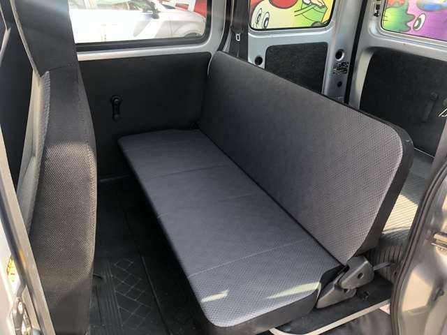 後ろの席も足がゆっくり伸ばせるぐらい広いです。