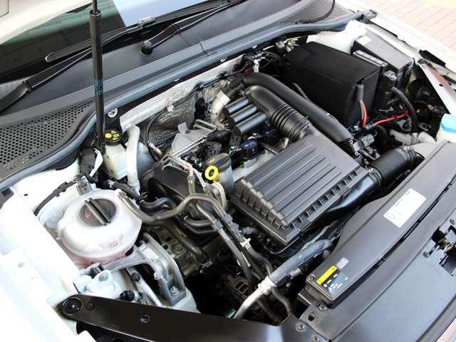 エンジンルームはご覧の通り綺麗な状態です。RECS吸気系洗浄などのオプションメニューもございます。