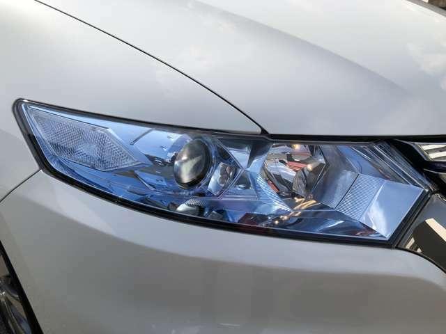 オートライト機能付きHIDヘッドライト。レンズのくもりも無く綺麗な状態です。