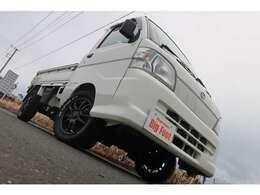 4WD AT エアコン パワステ ETC ドアバイザー 三方開き 荷台マット あおりプロテクター 新品14インチアルミホイール 新品M/Tタイヤ
