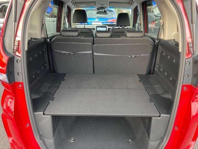 荷室を上段と下段に分けられるのでスペースの有効活用が可能です。